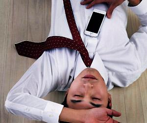 会社の床で寝る